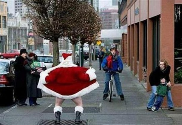[Imagen: santa-flashing.jpeg]