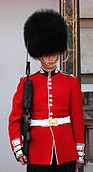 220px-Buckingham-palace-guard-11279634947G5ru